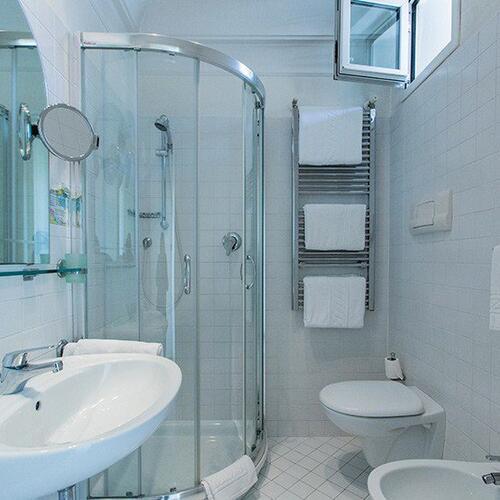 Hotel nautilus die liste der serviceleistungen des hotel - Web cam riccione bagno 81 ...